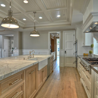 Traditional kitchen pictures - Elegant kitchen photo in Orange County with stainless steel appliances and a farmhouse sink