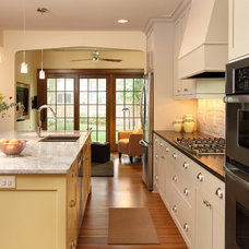Contemporary Kitchen by w.b. builders