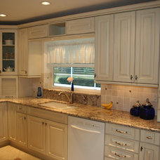 Traditional Kitchen by Inndesign Inc