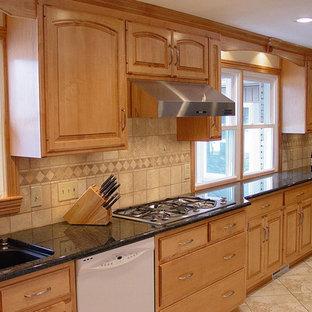 Light maple kitchen