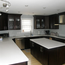 Modern Kitchen by East Hill Cabinetry