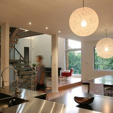 Modern Kitchen by Linebox Studio