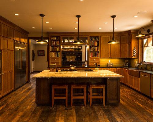 imagen de cocina comedor en u rstica de tamao medio con fregadero sobremueble