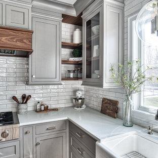ニューヨークのトラディショナルスタイルのおしゃれなキッチンの写真