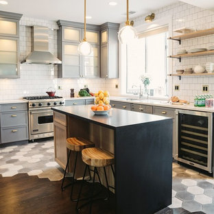 Design ideas for a traditional kitchen in Chicago.