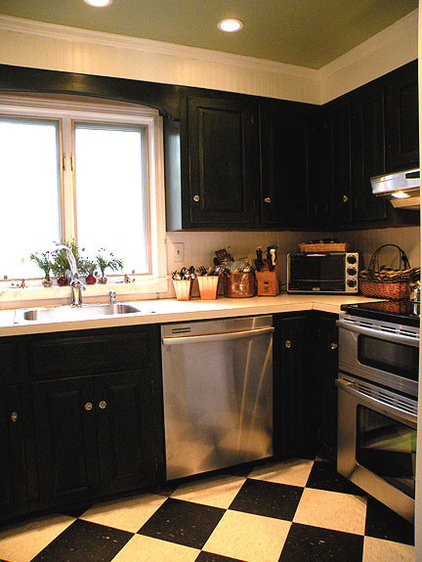 Traditional Kitchen by Linda Merrill