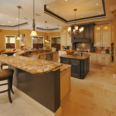 Traditional Kitchen by Linda Spry Design Interiors