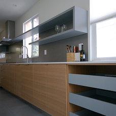 Midcentury Kitchen by Moss Yaw Design studio