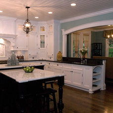 Traditional Kitchen by Siena Custom Builders, Inc.