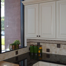 Traditional Kitchen by Raashi Design