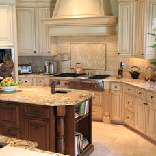 Traditional Kitchen by Muni Designs