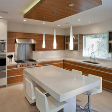 Contemporary Kitchen by VictorEric