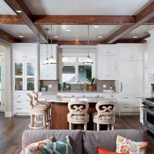 Mid Sized Beach Style Eat In Kitchen Designs
