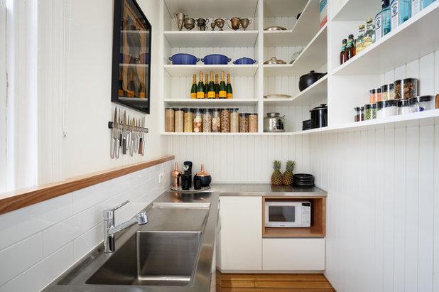 I pro e i contro dei pensili e degli scaffali a vista in cucina - Cucina a induzione pro e contro ...