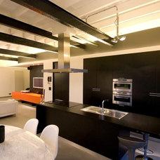 Industrial Kitchen by Intercub Interiors