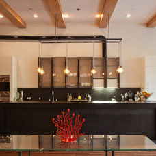 Modern Kitchen by JENDRETZKI LLC