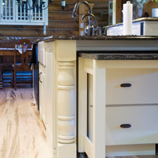 Traditional Kitchen by Superior Cabinets - Marina Arthur