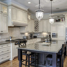 Traditional Kitchen by Carter Inc