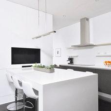Modern Kitchen by AllenBuilt, Inc