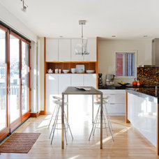 Contemporary Kitchen by Atelier BOOM TOWN