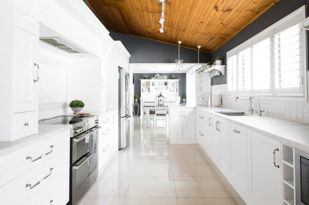 Traditional Kitchen by Magno Kitchens Pty Ltd