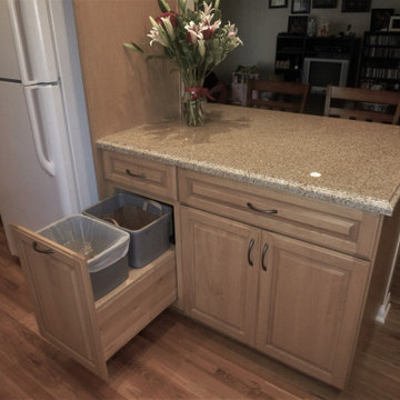 Long Beach Traditional Cottage Kitchen
