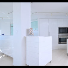 Contemporary Kitchen by Mettler Interiors