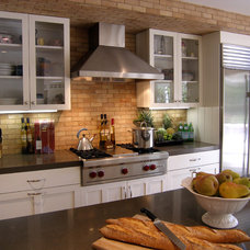 Modern Kitchen by Lori Gilder