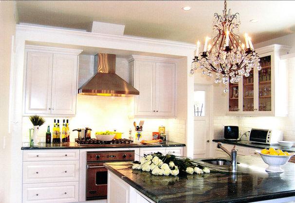 Traditional Kitchen by Lori Gilder