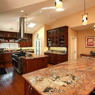 75 Most Popular Craftsman Kitchen With Glass Front Cabinets Design
