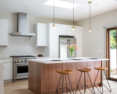 High Quality Mid Sized Contemporary Open Concept Kitchen Inspiration   Example Of A  Mid Sized Trendy
