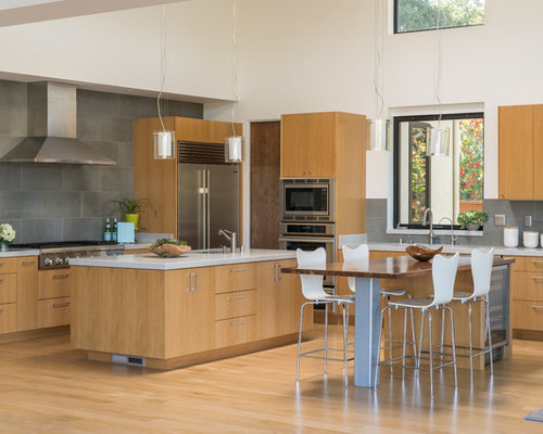 Contemporary Eat In Kitchen Remodeling   Example Of A Trendy L Shaped Light  Wood