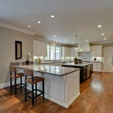 Craftsman Kitchen by Mason Hammer Builders, Inc