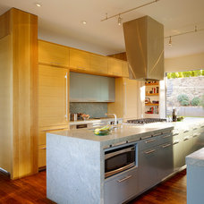 Modern Kitchen by CCS ARCHITECTURE