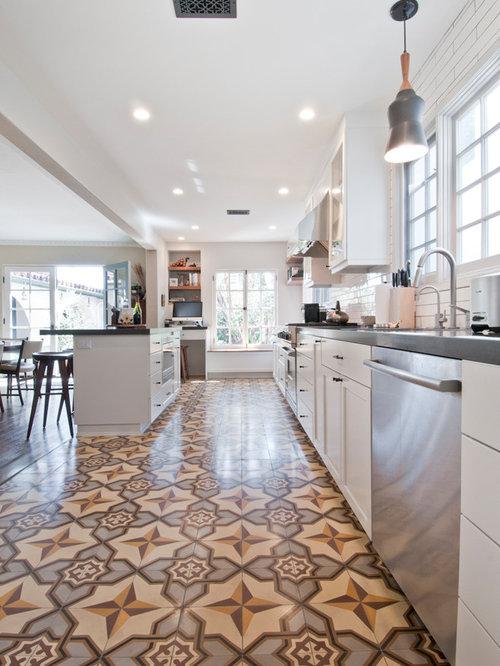 Cucina di medie dimensioni con pavimento con cementine - Lettere stampabili di medie dimensioni ...