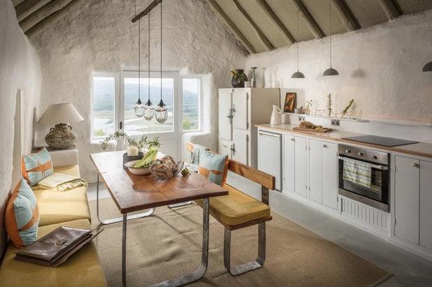 Landhausstil Küche by Unique Home Stays