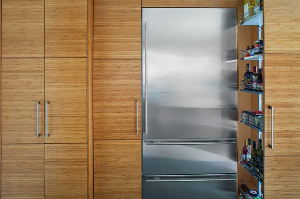 Modern Kitchen by Dawn Hearn Interior Design