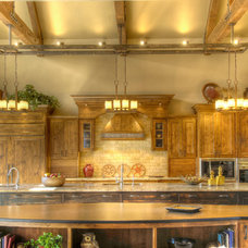 Traditional Kitchen by Suzanne Marie's Interiors, Suzanne Denning