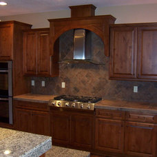 Traditional Kitchen by Sienna Building, LLC