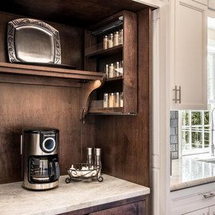 フィラデルフィアの中サイズのカントリー風おしゃれなキッチン (エプロンフロントシンク、フラットパネル扉のキャビネット、白いキャビネット、木材カウンター、グレーのキッチンパネル、セラミックタイルのキッチンパネル、シルバーの調理設備の、クッションフロア、茶色い床、茶色いキッチンカウンター) の写真