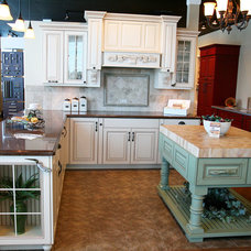 rustic kitchen by Decor & You Colorado