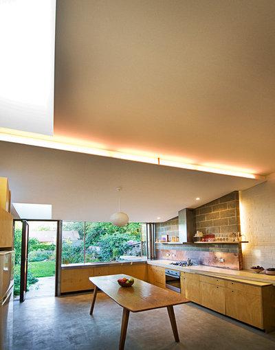 Midcentury Kitchen by Damien Chwalisz Architects + Builders