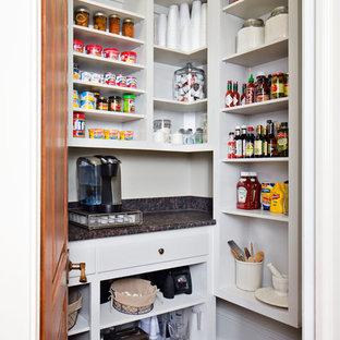 Imagen de cocina tradicional con armarios abiertos, puertas de armario blancas, despensa, encimera de laminado y suelo de ladrillo