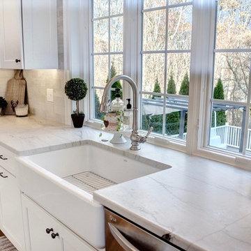 Love a Farmhouse Sink!