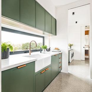 Küchen mit grünen Schränken und Rückwand-Fenster Ideen, Design ...