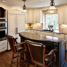 Traditional Kitchen by Earlene Scheid