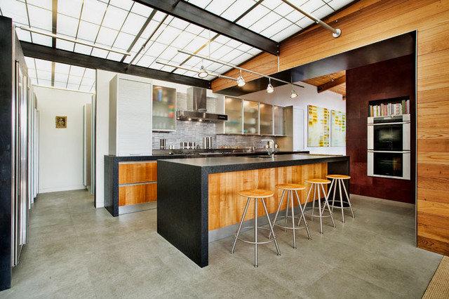 Modern Kitchen by Quezada Architecture