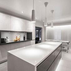 Modern Kitchen by Euro Kitchens