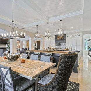 Große Klassische Küche in L-Form mit Vorratsschrank, Unterbauwaschbecken, Kassettenfronten, weißen Schränken, Arbeitsplatte aus Holz, Küchenrückwand in Blau, Rückwand aus Marmor, Elektrogeräten mit Frontblende, Travertin, zwei Kücheninseln, beigem Boden und brauner Arbeitsplatte in Miami