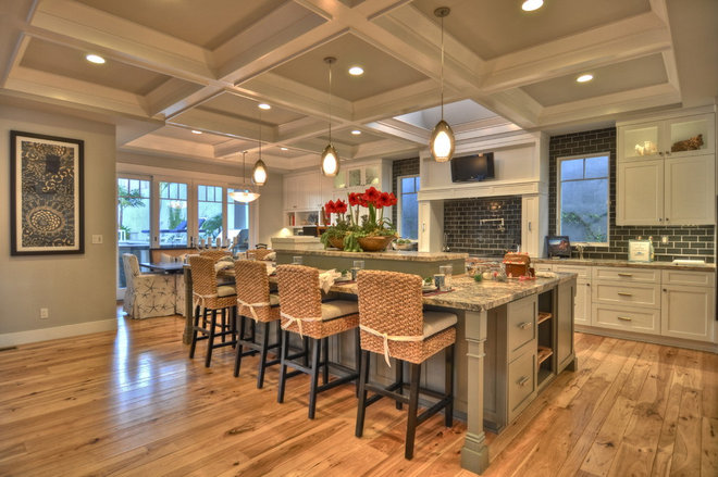 Craftsman Kitchen by LuAnn Development, Inc.